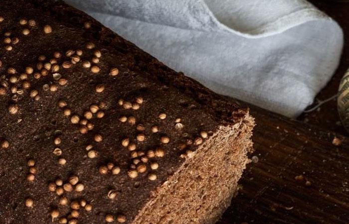 В мешочке из льняной или холщовой ткани хлеб будет храниться очень долго.