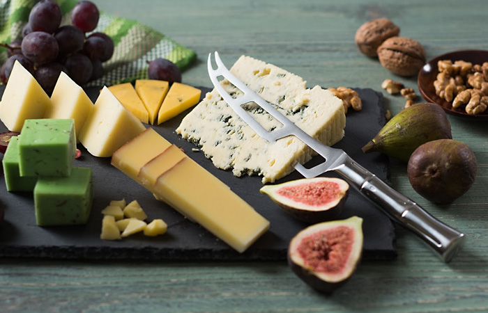 Кухонный нож Samura для сыра.