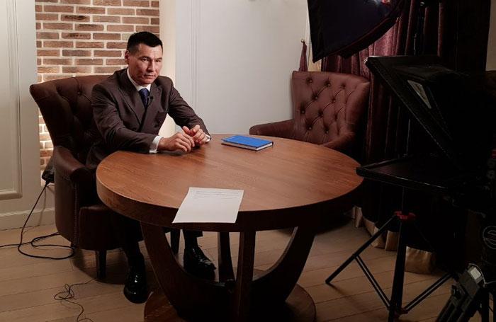 Бату Хасиков - член команды Uservice, продюсер, общественный деятель, профессиональный спортсмен, многократный чемпион мира по кикбоксингу.