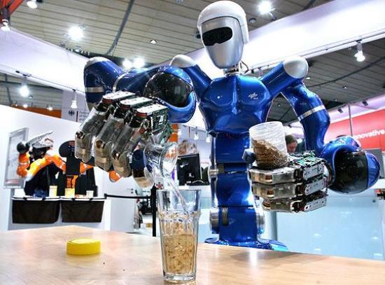 Топ-10 роботов-барменов в действии