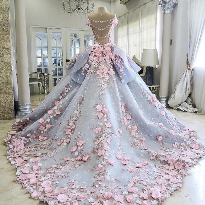 Подол dress-cake от кондитера Emma Jayne полностью усыпан цветами