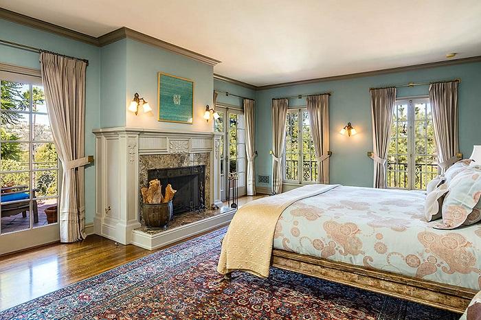 Спальня в доме Анджелины Джоли