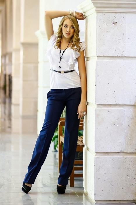 Полусвободные джинсы - классическая модель, которую можно носить практически всем девушкам