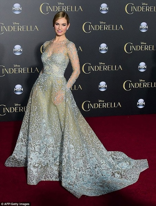 Голливудские знаменитости часто отдают предпочтение нарядам от Эли Сааб