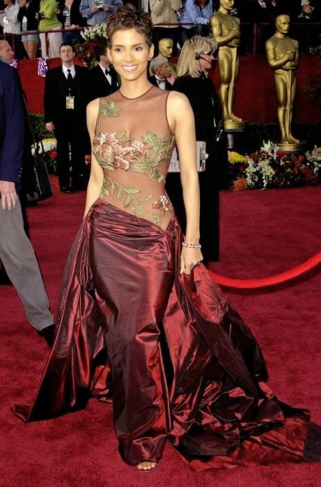 Холли Берри в платье Эли Сааб
