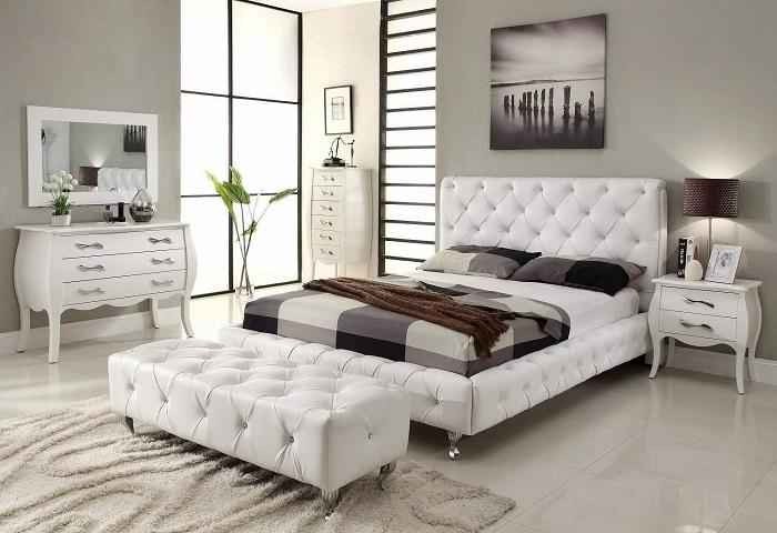 Стильная светлая спальня