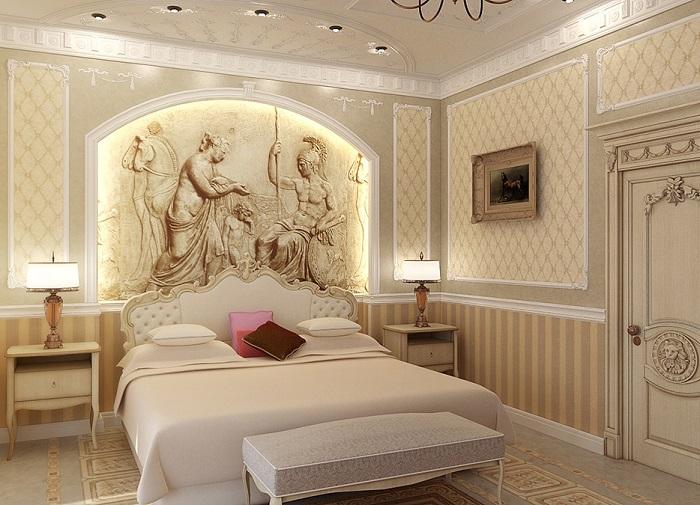 Спальня в классическом стиле с необычным рисунком у изголовья кровати