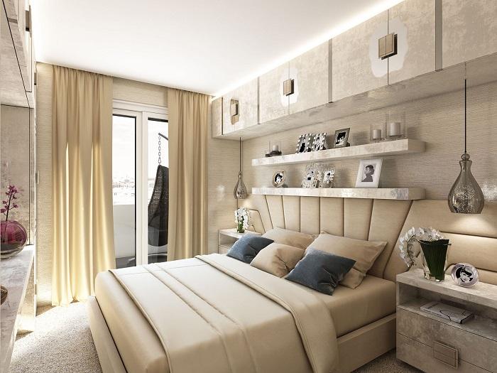 Небольшая спальня с продуманными местами для хранения вещей