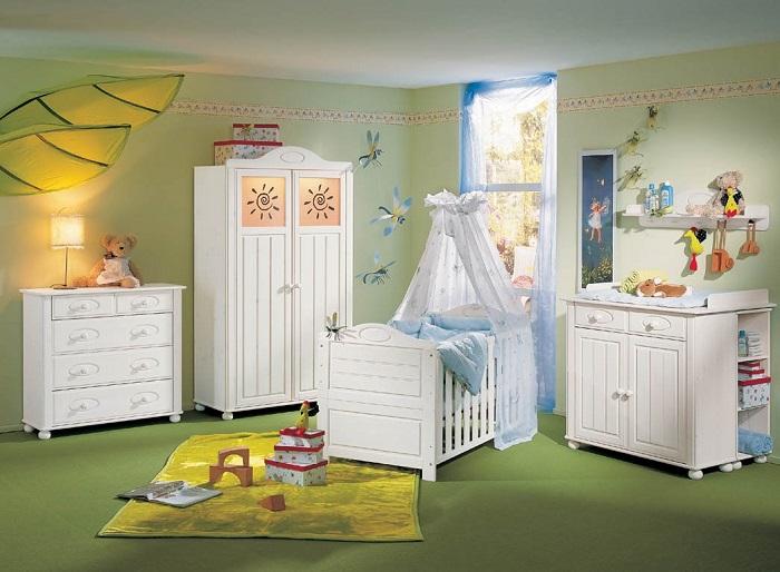Вся мебель должна быть изготовлена из натуральных материалов
