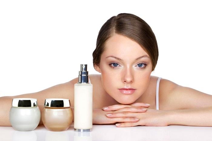 Средства по уходу за лицом должен подбирать опытный косметолог