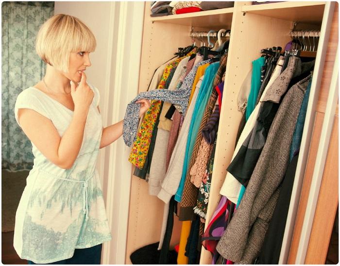 Одежду всегда нужно вешать в шкаф