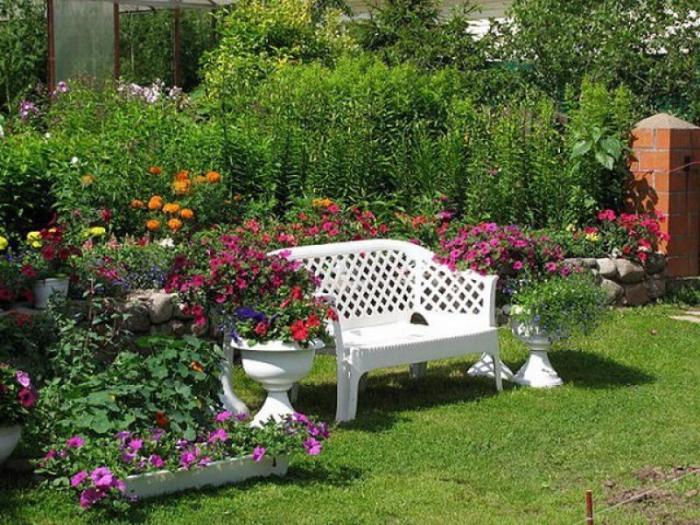 Отдельные площадки для отдыха в саду - отличный вариант, если нет много места