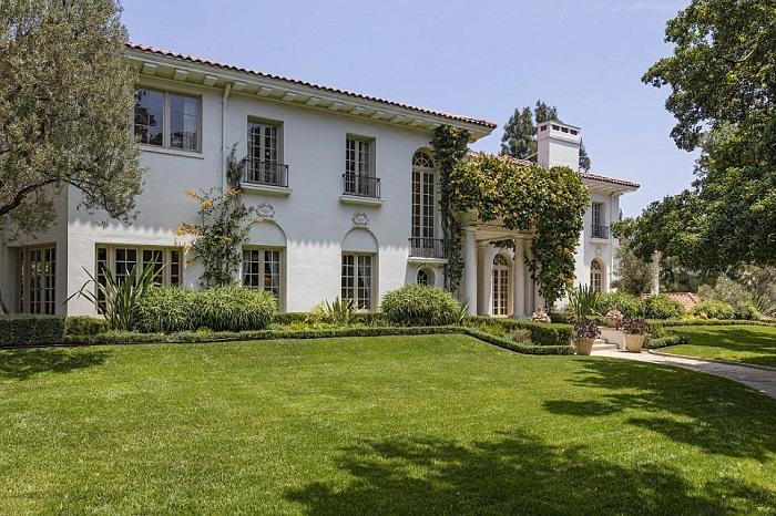 Шикарная вилла расположена в районе Лос-Фелис округа Лос-Анджелес