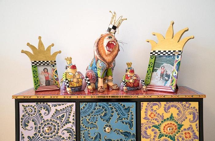 В доме Филиппа Киркорова много резной мебели