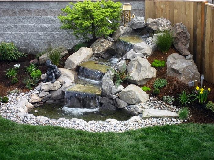 С помощью насоса можно регулировать мощность фонтана