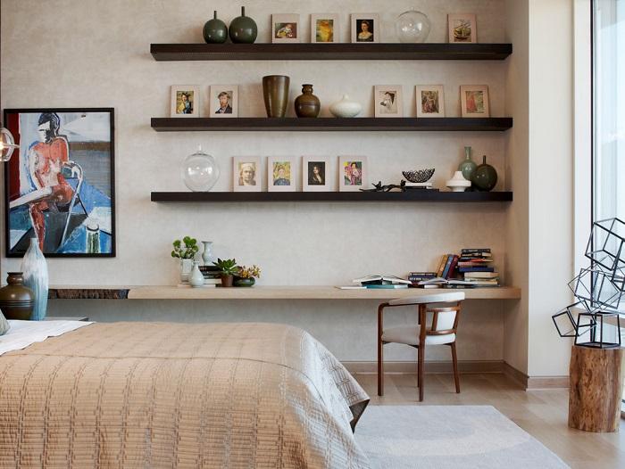 Фото на полках - самый простой способ украсить комнату