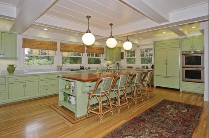 Кухня в салатных тонах.