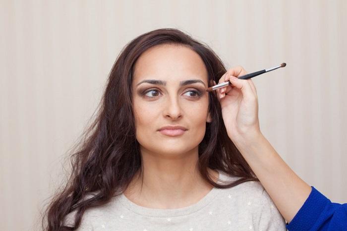Сначала макияж, потом укладка - очень важное правило