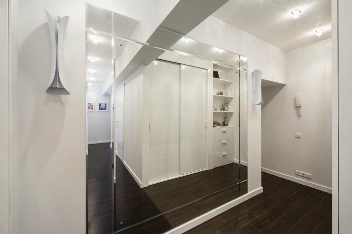 Зеркала способны в два раза увеличить комнату