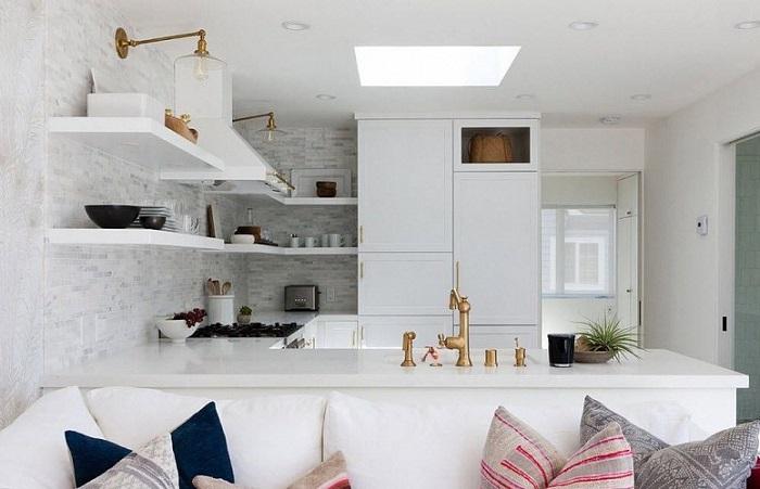 Кухня-гостиная идеально подходит для маленькой квартиры