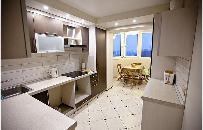 Кухня, совмещенная с балконом, добавит помещению пару метров