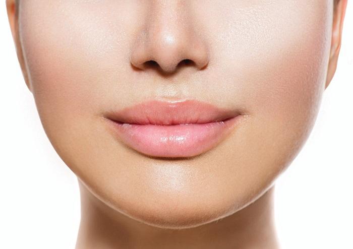 С помощью перечной мяты можно сделать губы более объемными