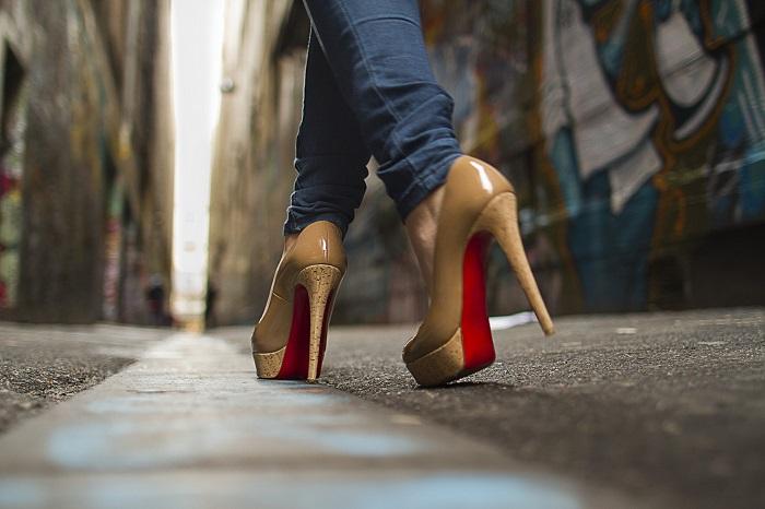 9 полезных лайфхаков, которые облегчат жизнь любительницам туфель на каблуках
