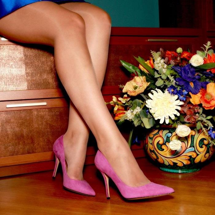 Сальные пятна на замшевых туфлях легко удалит овсяная мука