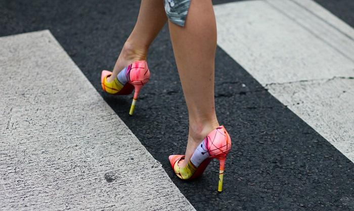 Чтобы туфли не скользили, подошву нужно потереть наждачной бумагой