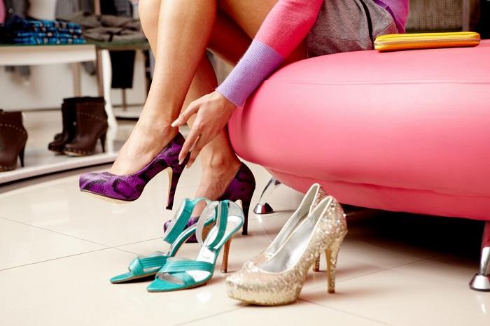 Сухой дезодорант поможет избежать мозолей на ногах