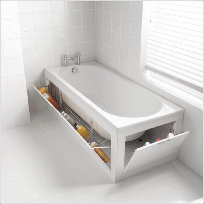 Вещи можно хранить под ванной