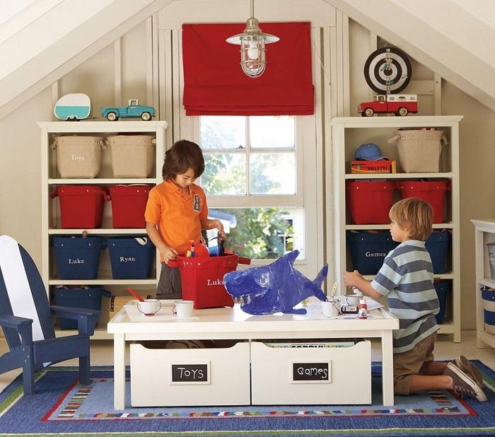 Все детские игрушки нужно прятать в системы хранения