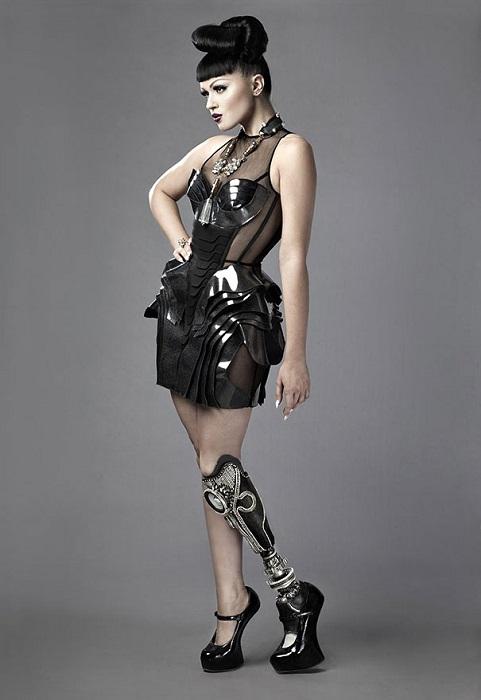 Виктория Модеста - модель с ампутированной ногой