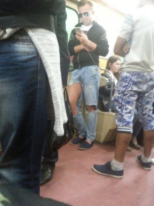 Рваные джинсы нынче в моде
