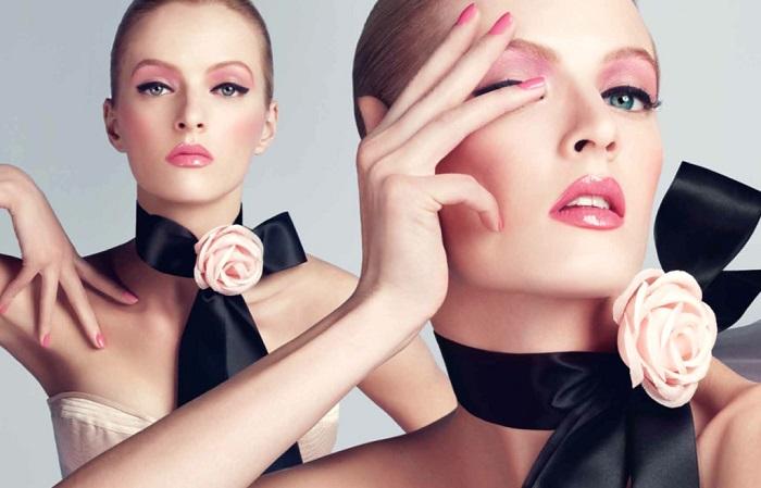В моде макияж глаз, губ и скул одного цвета