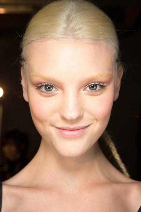 Бесцветные брови - тренд для смелых женщин