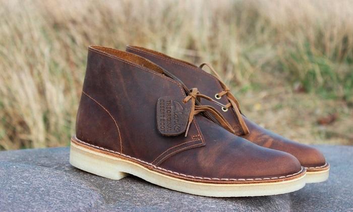 Дезерты - замшевые ботинки с двумя парами отверстий для шнурков