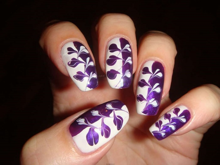 Узоры на ногтях, сделанные иголкой давно в прошлом