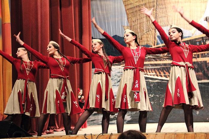 В Армении во всех школах изучают народные танцы