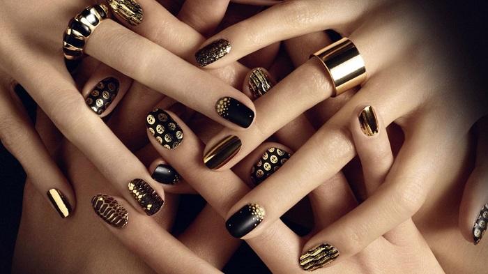Черное с золотом – отличный вариант для осеннего маникюра
