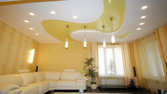 Натяжные многоуровневые потолки утяжеляют пространство