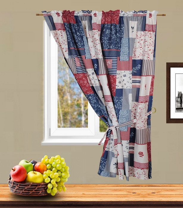 Из старой шторы можно сделать занавески на кухню в стиле пэчворк