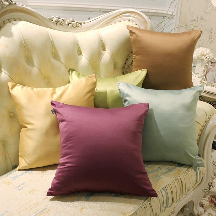 Декоративные подушки - отличная идея для переделки старых штор