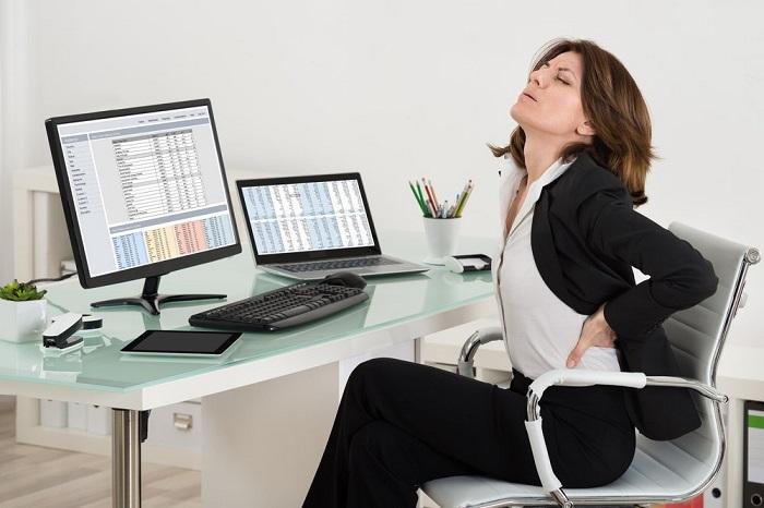 Неправильная осанка провоцирует появление боли в спине