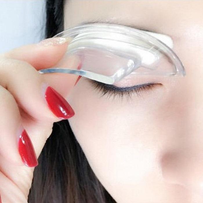 Смыть штампованые брови можно с помощью мицелярной воды