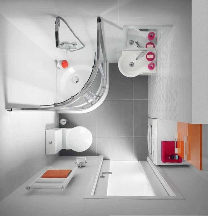 Чтобы освободить место в уборной, можно ванную заменить на душевую кабину