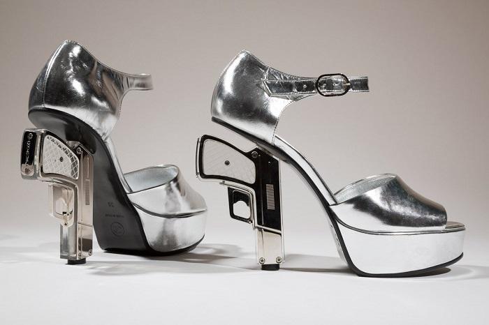 Туфли девушки Бонда