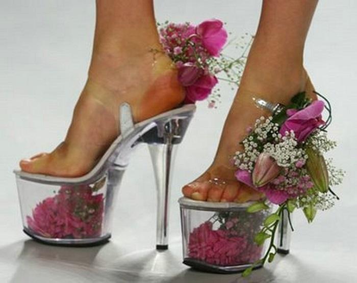 Туфли, украшенные живыми цветами