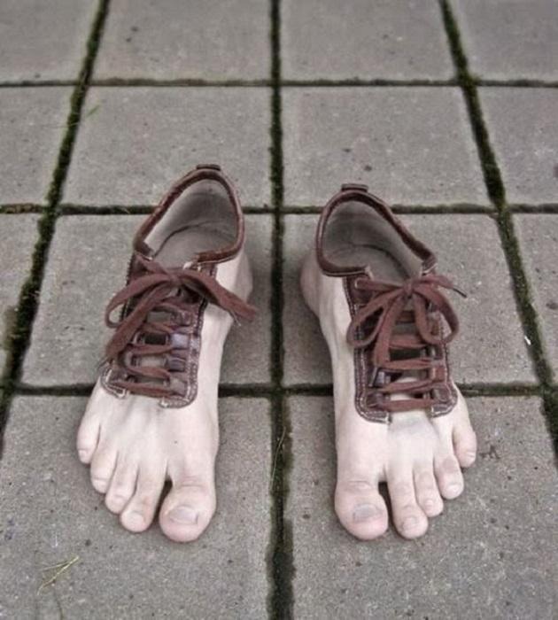 Обувь-босая нога