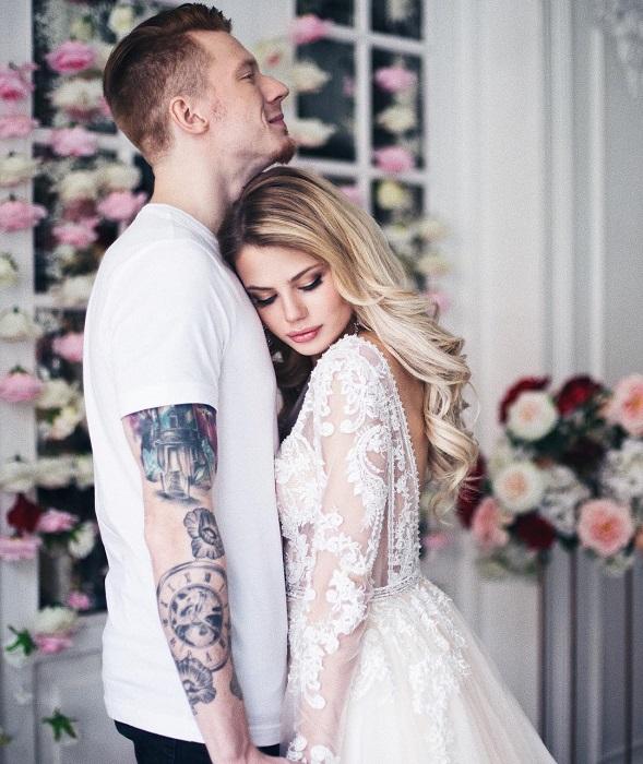 Для торжества невеста выбрала четыре свадебных наряда